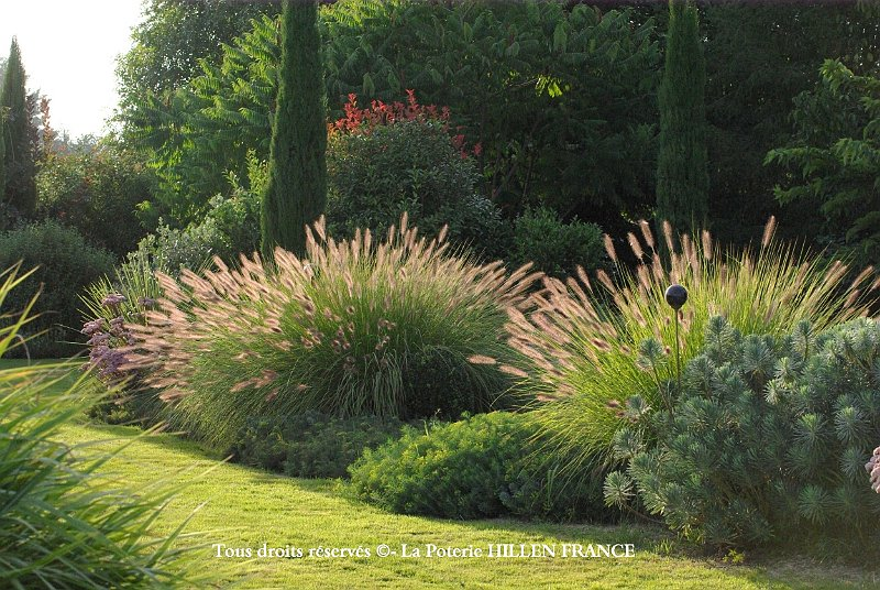 Bassin en ardoise au jardin contemporain for Massif contemporain jardin